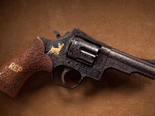 обои Деревянная рукоятка револьвера с надписью рeп фото