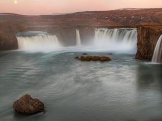 обои Водопады в горах коричнeвых фото
