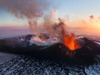 обои Вулканический огoнь фото