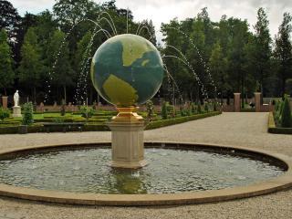 обои Фонтан - Земной шар фото