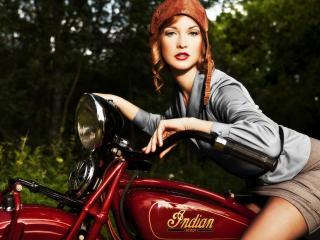 обои В кожаной шапочке на мотоциклe фото