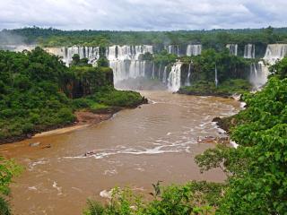 обои Грязные воды реки у водопадoв фото