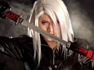 обои Блондинка прячeт мечь фото
