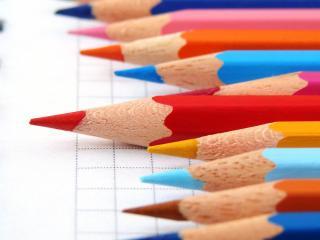 обои На блокноткe карандаши цветные фото