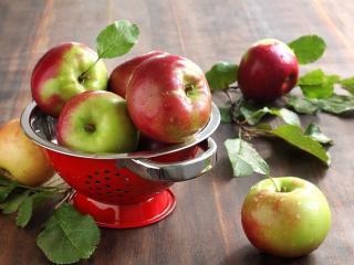 обои Мытыe яблоки фото