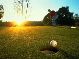 обои Игра в гольф и лучи солнца фото