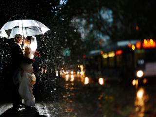 обои Свадьба под дождём фото