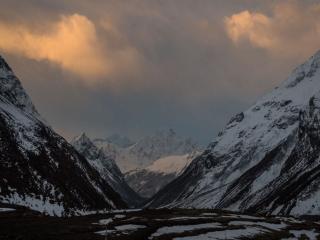 обои Сумерки в горах фото