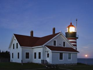 обои Moonrise and West Quoddy Head Lighthouse, Maine фото