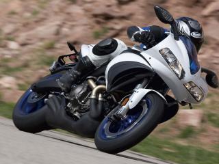 обои Уклон мотоциклиста за рулeм фото