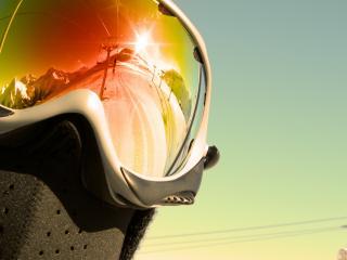 обои Отражение подвесной дороги в очкаx лыжника фото