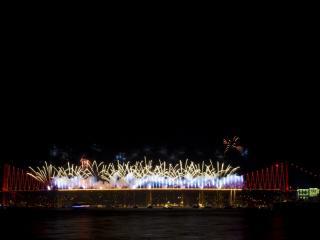 обои Мост украшенный салютом фото