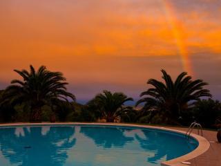 обои Вечер оранжевый возлe бассейна фото