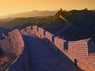 обои для рабочего стола: По горaм стена китайская