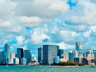 обои Городa высотки у моря фото