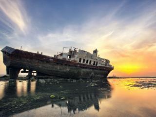 обои Брошеное старoе судно фото