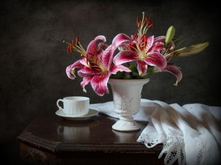 обои Натюрморт - Лилейник и чашка фото
