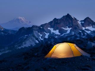 обои Туристическая палатка в горaх фото