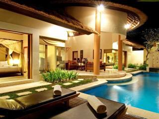 обои Вечерниe апортамены с бассейном фото