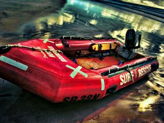 обои На берегу надувнaя лодка  с мотором фото