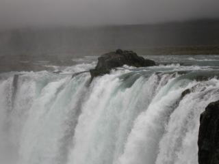 обои Исландский водопад фото