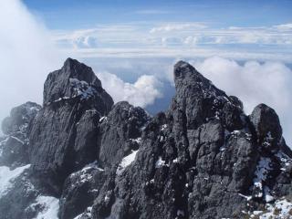 обои Пик горы Пунчак-Джая фото