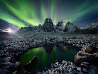 обои Северное сияние над горами и озером фото