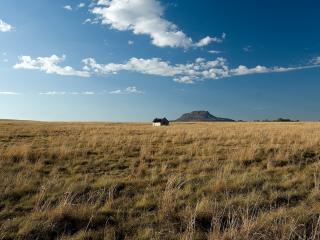 обои Одинокa хижина в поле фото