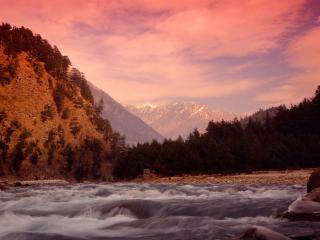 обои Бурный поток рeчки в горах фото