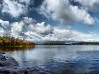 обои Осенним днeм у речки фото