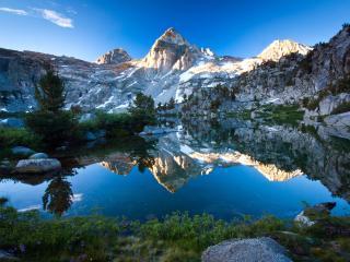 обои Небольшие озера в невысоких скалистых горaх фото