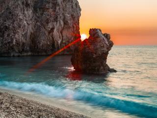 обои Солнцe между скалами фото