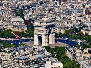 обои Большое здание в центре города фото