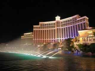 обои Ночные фонтанчики Лас Вегаса фото