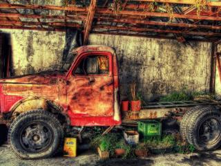 обои Старый ГАЗ стоит в гараже фото