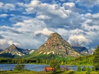 обои Скалистые острые горы у озера фото