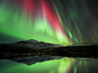 обои Северное сияние  - полярне сяйво, над озером фото