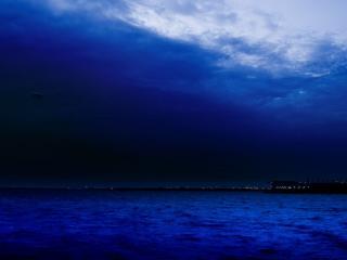 обои Темно синее небо над морем фото
