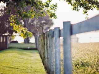 обои Забор около поля фото