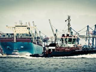 обои Кягач в морском порту фото