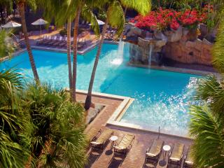 обои для рабочего стола: Роскошный бассейн в отеле