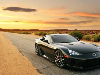 обои Черный Lexus на одинокой трассе фото