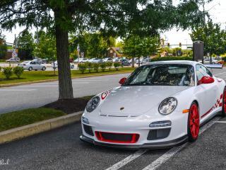 обои Белый Porsche с красными дисками фото