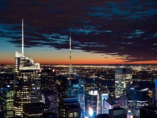 обои Высотки ночного города с антеннами фото