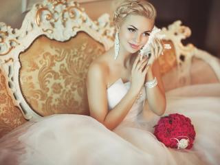 обои Девушка в свадебном платье с ракушкой фото