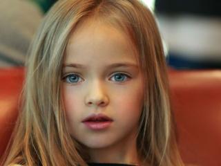 обои Портрет голубоглазой девочки фото