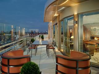 обои Кухонный стол на балконе фото