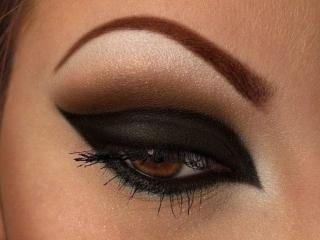 обои Макияж глаза - Темно-коричневые тени фото