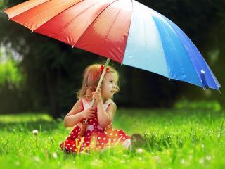 обои Девочка с зонтиком на траве фото