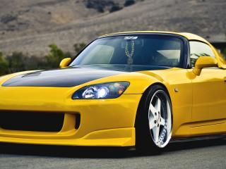 обои Желтое трехдверное авто фото